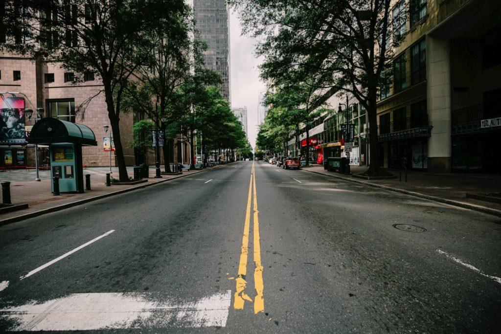 drones en la cuarentena y calles vacías